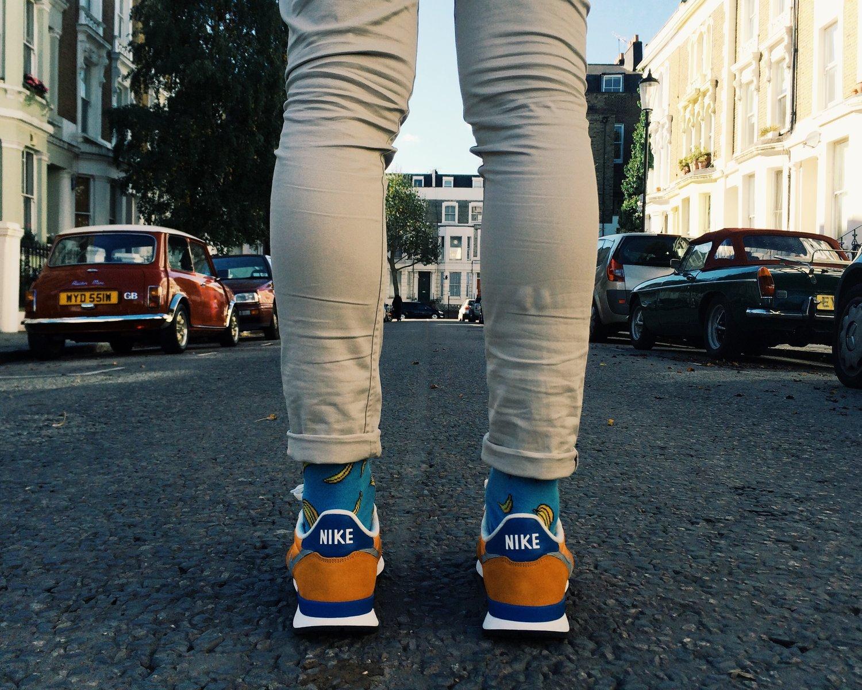 Calcetines molones de platanos River Island y mis Nike Internationalist compradas en Covent Garden