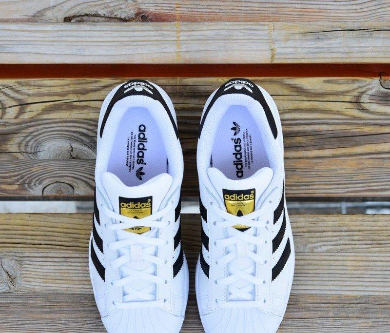 6ebab1d6ec276 Adidas Blancas Con Rayas De Colores pisocompartido-madrid.es