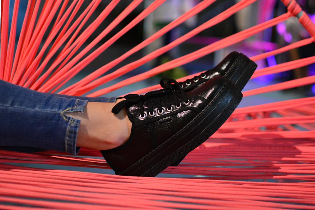 amorshoes-victoria-blucher-plataforma-piel-negra