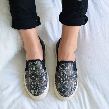 amorshoes-Slip-On-Victoria-25044-Negro-Barroco-Suela-Crema