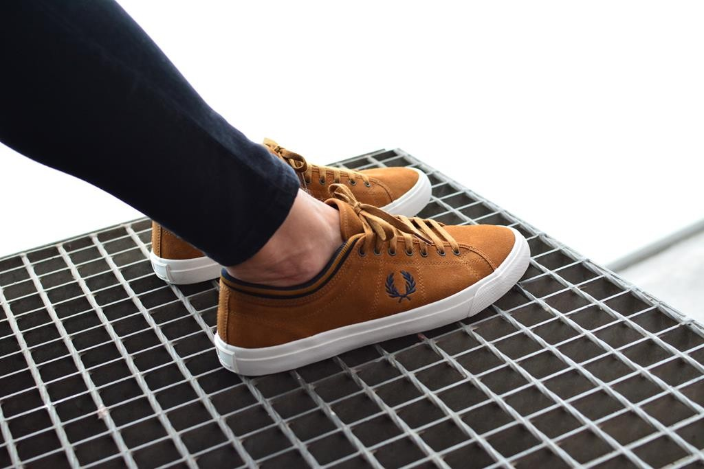 amorshoes-fred-perry-kendrick-tipped-cuff-suede-ginger-b7471