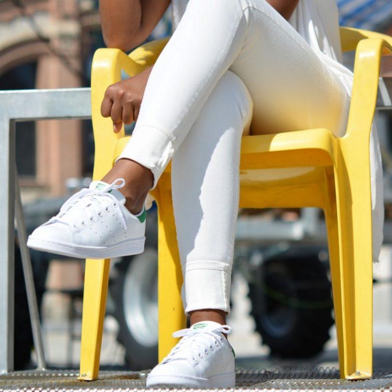 pretty nice a039a 7429a Adidas Originals STAN SMITH J Logo Verde