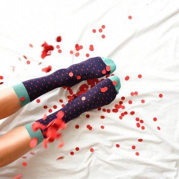 amorsocks-calcetines-socks-azul-marino-navy-lunares-topos-dots-amarillo-rojo-red-puntera-verde