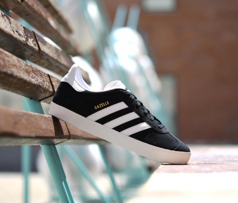 best website d946c 81aa8 BB2502 amorshoes-adidas-originals-gazelle-J-Color-negro-blanco-