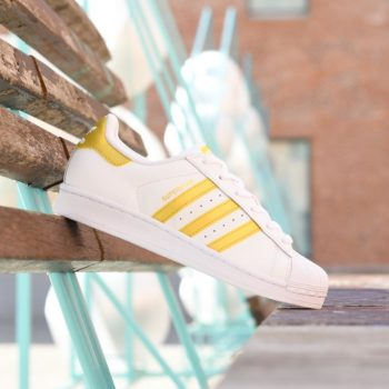 BB2870_amorshoes-adidas-originals-superstar-J-blanca-logo-dorado-oro-Color-Footwear-White-Gold-Metallic-BB2870