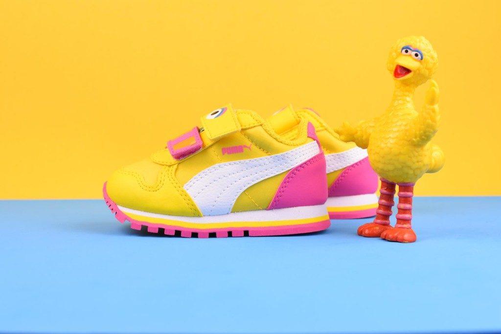 362889-01_AmorShoes-Puma-sesame-street-ST-Runner-big-monster-bird-sesamo-gallina-caponata-blue-amarilla-amarillo-dandelion-white-blanco-362889