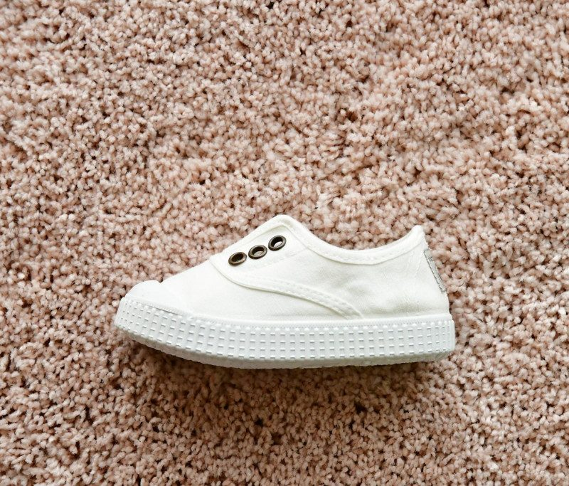 06627_AmorShoes-Victoria-inglesa-color-blanco-niños-lona-sin-cordones-elastico-puntera-goma-06627