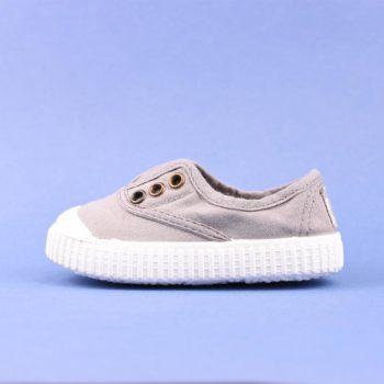 06627_AmorShoes-Victoria-inglesa-color-gris-niños-lona-sin-cordones-elastico-puntera-goma-06627