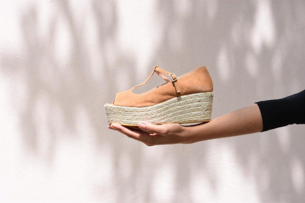 400p_AmorShoes-Polka-Valentina-Sandalia-cuña-plataforma-esparto-yute-piel-vuelta-ante-color-beige-400p