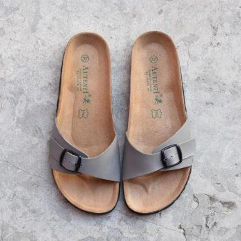 0740_AmorShoes-Auntenti-by-Penta-sandalia-bio-chancla-de-piel-color-gris-con-hebilla-0740
