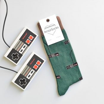 AmorSocks-calcetines-socks-mandos-nintendo-nes-minines-nintendomini-retro-80s-verde-botella-marrón-chocolate