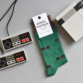 AmorSocks-calcetines-socks-mandos-nintendo-nes-verde-botella-marrón-chocolate