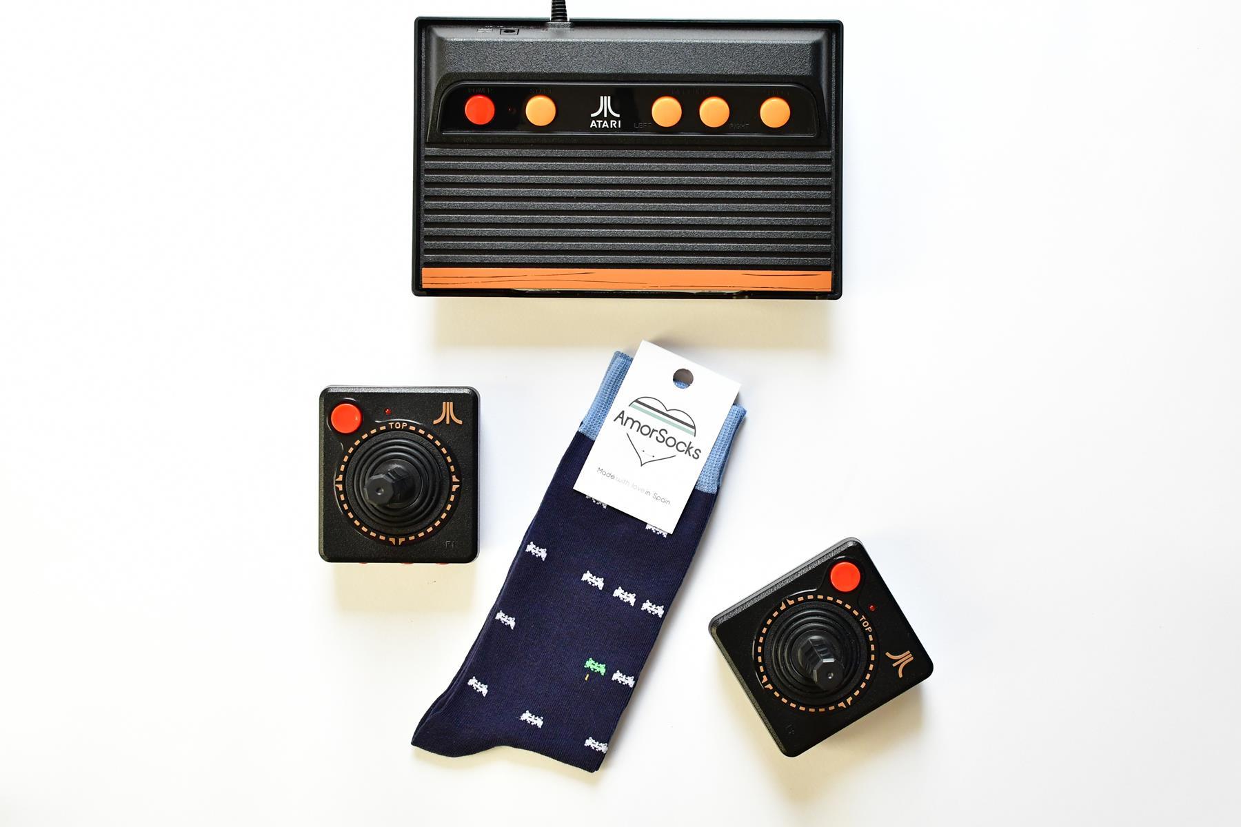 AmorSocks-calcetines-socks-marcianitos-arcade-space-invaders-atari-azul-marino-blanco-verd