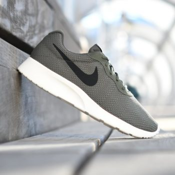 844887-301_AmorShoes-Nike-Tanjun-SE-Cargo-Khaki-zapatilla-malla-nylon-verde-caqui-kaki-logo-negro-844887-301