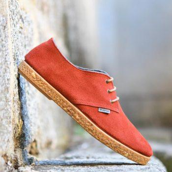 AmorShoes-Barqet-dogma-low-Reddish-Suede-zapatilla-piel-vuelta-color-teja-suela-crepelina