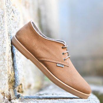AmorShoes-Barqet-dogma-low-Sand-Suede-zapatilla-piel-vuelta-color-tierra-beige-tostado-suela-caucho