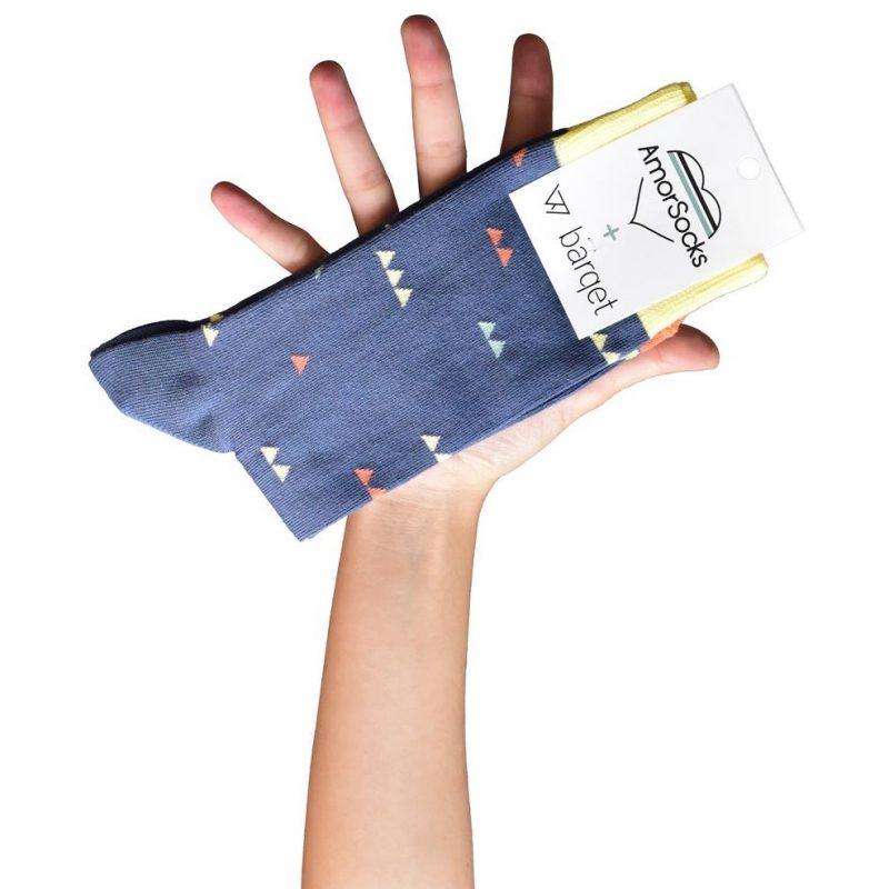AmorSocks-calcetines-socks-colaboracion-barqet-triangulos-dogma-naranja-azul-amarillo-cuadrado