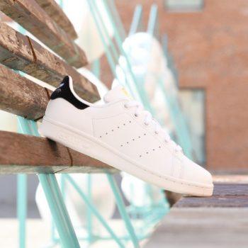BY9985_AmorShoes-Adidas-Originals-Stan-Smith-J-Velvet-Black-White-zapatilla-piel-blanca-logo-terciopelo-negro-BY9985