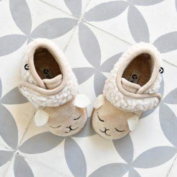 05119_amorshoes-victoria-botita-animales-zapatilla-andar-por-casa-beige-oveja-05119