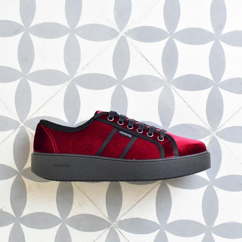 260117_AmorShoes-Victoria-blucher-plataforma-deportiva-terciopelo-burdeos-260117