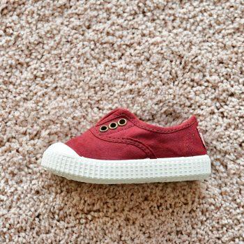 06627_AmorShoes-Victoria-inglesa-color-vino-rojo-burdeos-niños-lona-sin-cordones-elastico-puntera-goma-06627