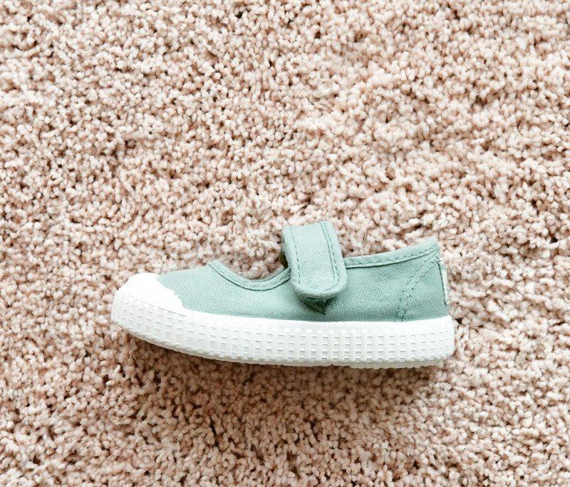 36605_AmorShoes-Victoria-merceditas-sandalia-color-verde-jade-niñas-lona-sin-cordones-velcro-puntera-goma-36605