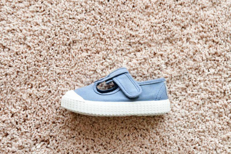 36625_AmorShoes-Victoria-pepito-sandalia-color-azul-niños-lona-sin-cordones-velcro-puntera-goma-36625