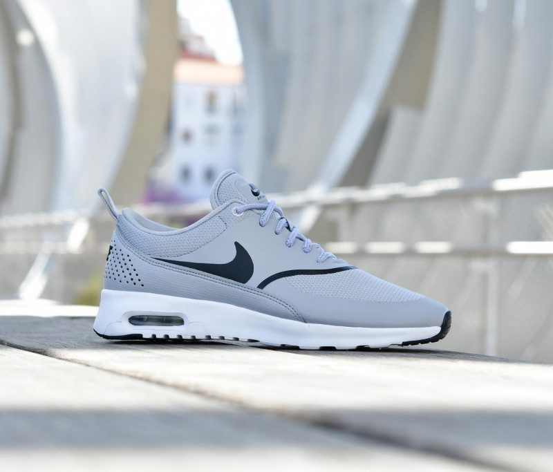 599409-030_amorshoes-wmns-nike-sportswear-air-max-thea-chica-wolf-grey-gris--logo-negro-599409-030