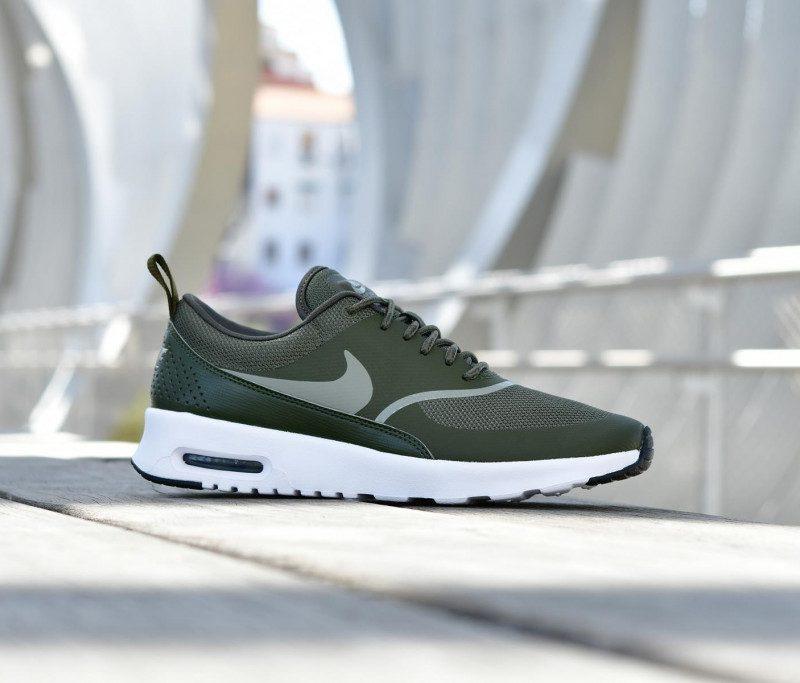 599409-301_amorshoes-wmns-nike-sportswear-air-max-thea-chica-cargo-khaki-kaki-verde-logo-verde-599409-310