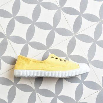 Inglesa Elástico Victoria Puntera 6623 Maíz 6623_amorshoes-victoria-inglesa-elastica-puntera-goma-lona-lavada-amarillo-maiz-yellow-6623