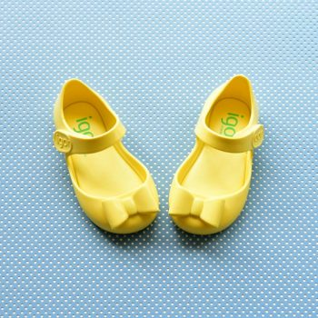 S10167-008_AmorShoes-Igor-shoes-mia-lazo-cangrejera-goma-para-agua-velcro-color-amarillo-yellow-S10167-008