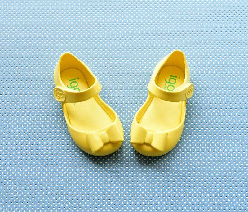 S10167-008_AmorShoes-Igor-shoes-mia-lazo-cangrejera-goma-para-agua-velcro-color-amarillo-yellow-S10167-008