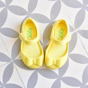 S10167-008_AmorShoes-Igor-shoes-mia-lazo-cangrejera-sandalia-goma-para-agua-velcro-color-amarillo-yellow-S10167-008
