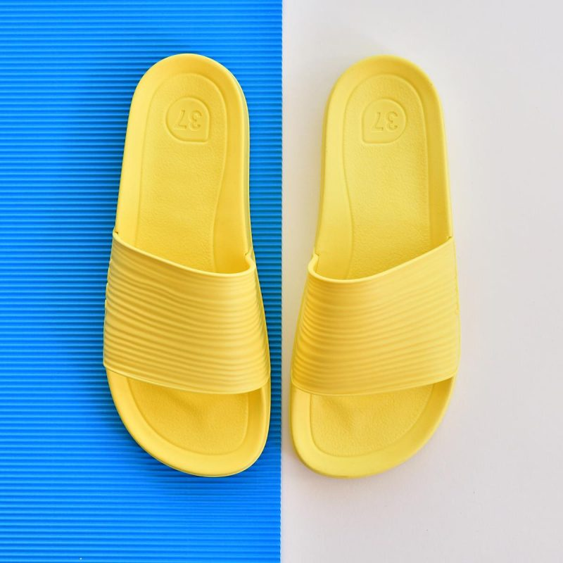 S10212-008_AmorShoes-Igor-Shoes-BEACH-6.1.-chancla-sandalia-goma-mujer-color-yellow-amarillo-S10212-008