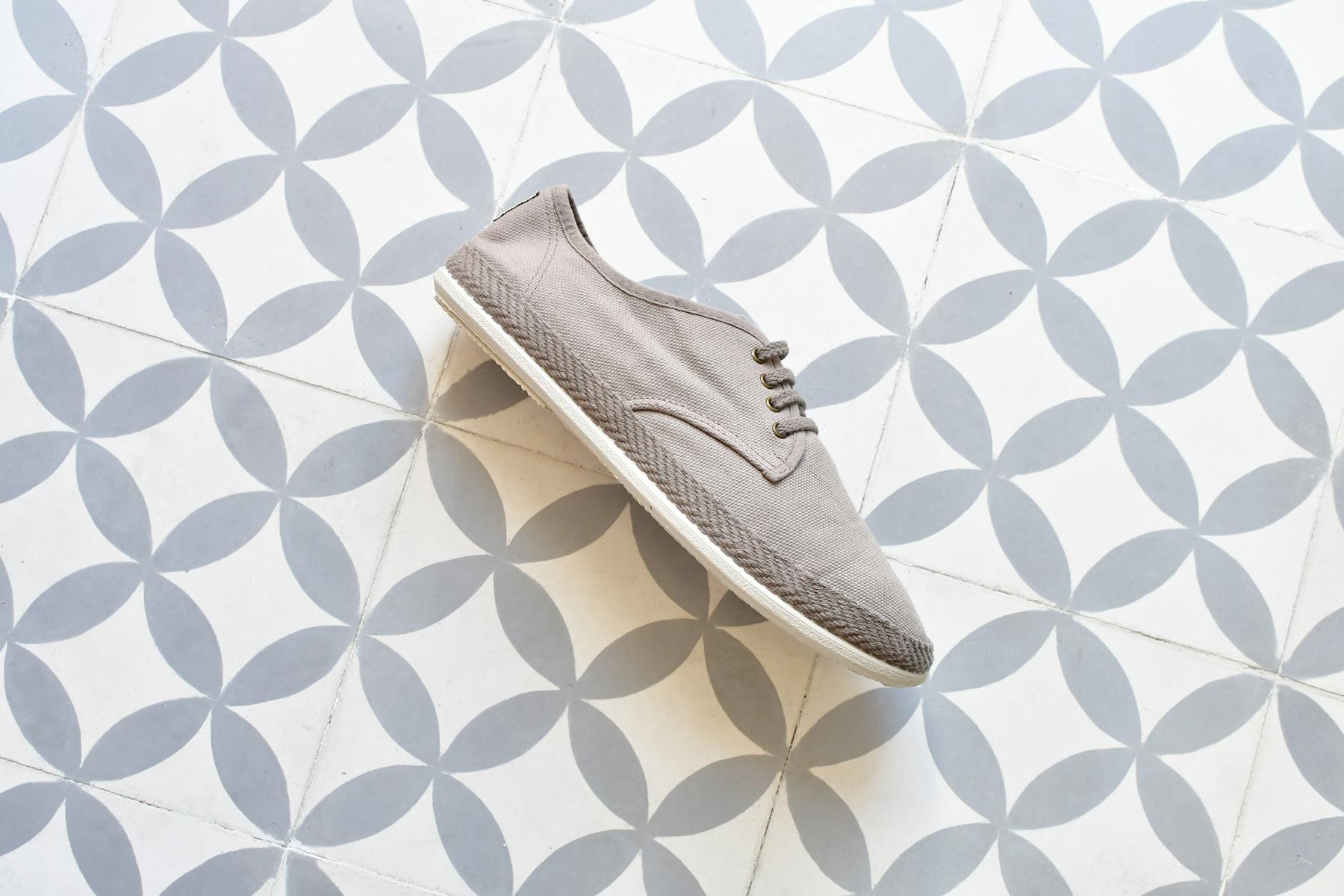 20005_amorshoes-Bamba-by-Victoria-lona-lavada-zapatilla-cordones-color-stone-piedra-gris-20005