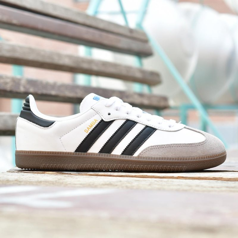 B75806_AmorShoes-Adidas-Originals-Samba-OG-Footwear-White-Core-Black-Clear-Granite-zapatilla-blanca-rayas-negras-suela-caramelo-B75806