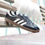B75807_AmorShoes-Adidas-Originals-Samba-OG-Core-Black-Footwear-White-Gum-zapatilla-negra-rayas-blancas-suela-caramelo-B75807