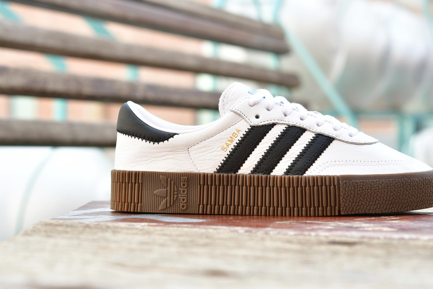 aq1134_AmorShoes-Adidas-Originals-Samba-Rose-W-Footwear-White-Core-Black-gum5--Blanca-Rayas-Negras-plataforma-suela-de-caramelo-aq1134
