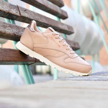 CN5560_amorshoes-Reebok-Classic-Classic-Leather-junior-nude-blanca-logo-metalizado-rosa-dorado-suela-blanca-Rm-Bare-Beige-Chalk-CN5560