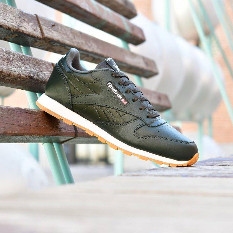 CN5613_amorshoes-Reebok-Classic-Classic-Leather-junior-verde-oscuro-blanca-suela-de-caramelo-Gum-Dark-Cypress-White-CN5613