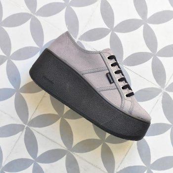102108_amorshoes-victoria-nueva-plataforma-cuña-deportiva-antelina-gris-102108