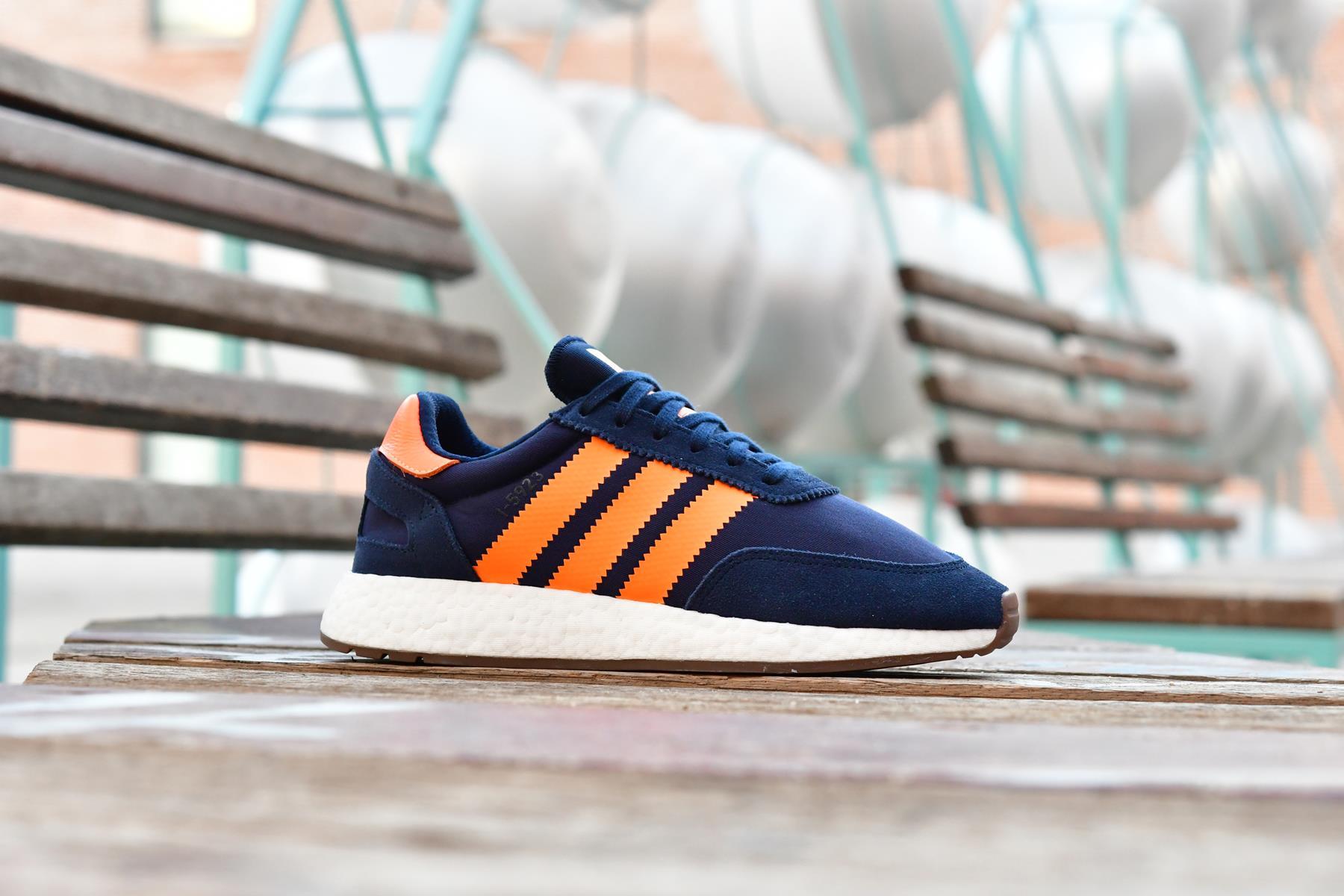 B37919_AmorShoes-Adidas-Originals-Iniki-Runner-I-5923-Collegiate-Navy-Gum-5-Grey-Five-zapatilla-Azul-Marino-rayas-naranja-orange-suela-boost-B37919