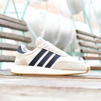 B37947_AmorShoes-Adidas-Originals-Iniki-Runner-I-5923-Beige-Collegiate-Navy-Gum-3-zapatilla-Beige-rayas-Azul-Marino-suela-boost-B37947