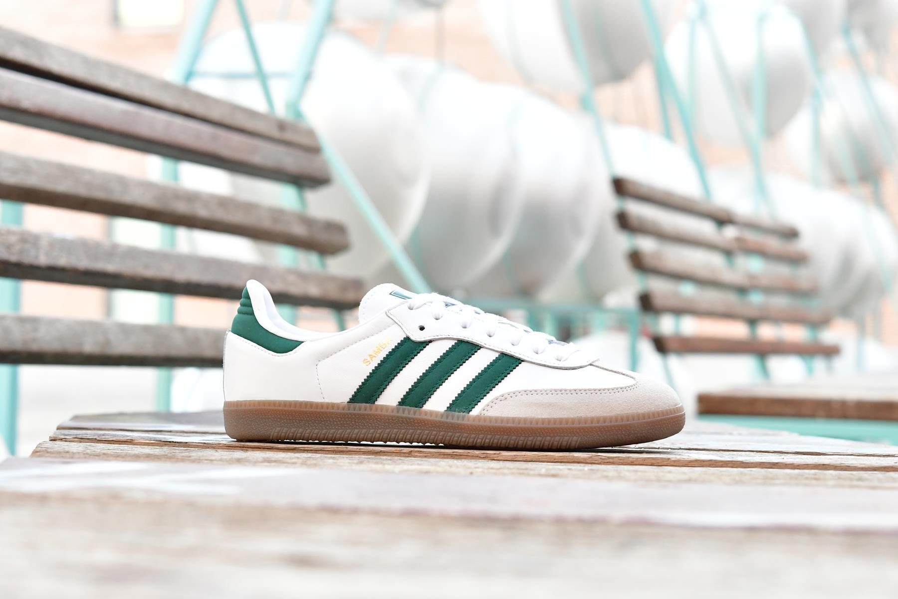 adidas blancas con rayas verdes
