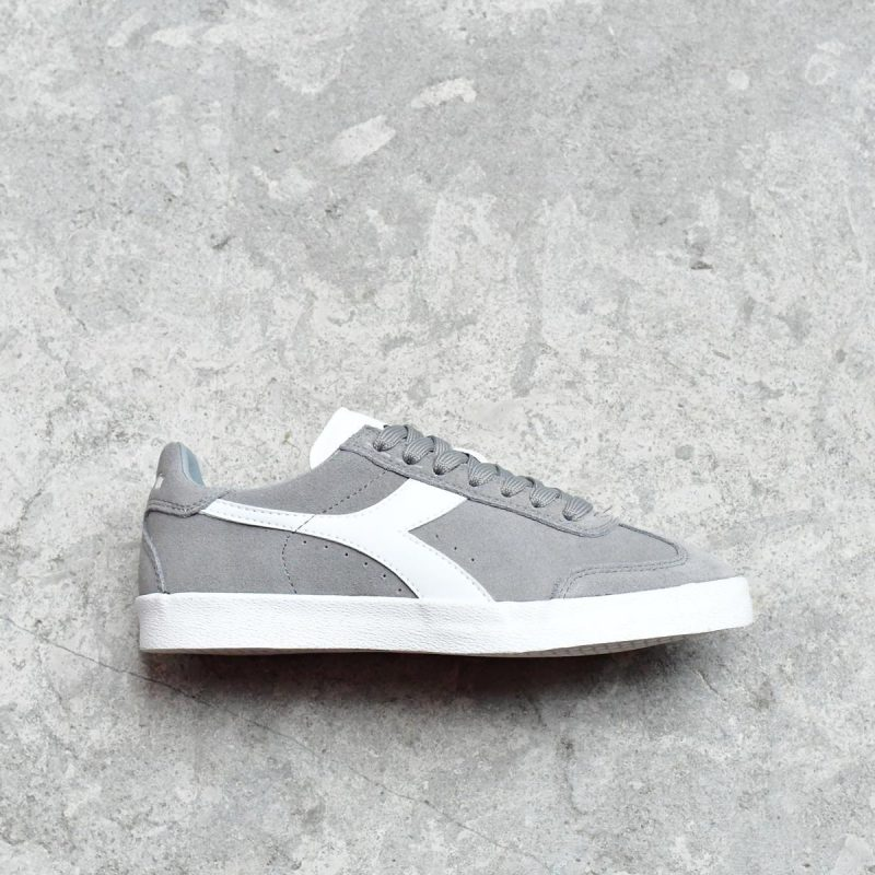 75067_AmorShoes-Diadora-B-Original-VLZ-Paloma-Grey-zapatilla-piel-vuelta-gris-logo-blanco-suela-vulcanizada-75067