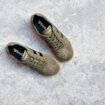 CMA192_AmorShoes-Gola-Harrier-Suede-Khaki-Black-zapatilla-piel-vuelta-kaki-caqui-logo-negro-suela-caramelo-CMA192