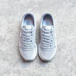 827922-002_AmorShoes-Nike-Sportwear-Air-Pegasus-83-Wolf-Grey-White-Pure-Platinum-zapatilla-pegasus-piel-vuelta-gris-claro-logo-blanco-827922-002