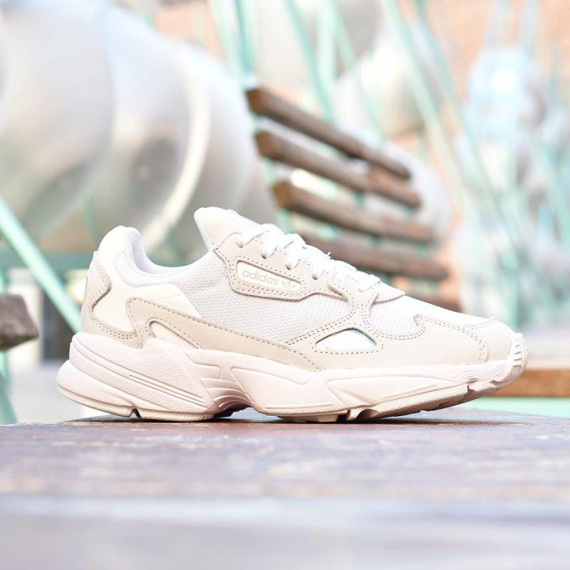 B28128_AmorShoes-adidas-Originals-Falcon-W-Footwear-White-Crystal-White-zapatilla-retro-blanca-sobredimensionada-balenciaga-B28128