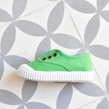 06627_AmorShoes-zapatilla-victoria-shoes-inglesa-color-verde-trebol-green-niños-niñas-lona-sin-cordones-elastico-puntera-goma-06627