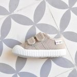 Zapatilla Basket Victoria 36606 Beige 36606_AmorShoes-zapatilla-Victoria-shoes-basket-color-beige-niños-lona-velcro-puntera-goma-36606